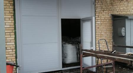 Распашные утеплённые ворота на красногорском заводе Зенит