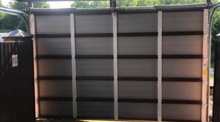 Изготовлены однослойные секционные ворота под навес, с автоматикой.