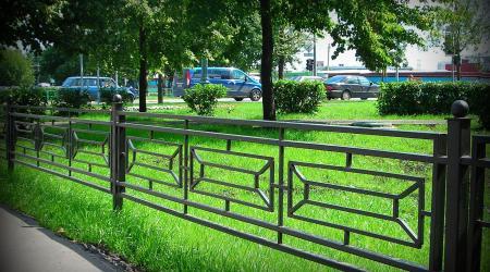Монтаж ограждения для газонов